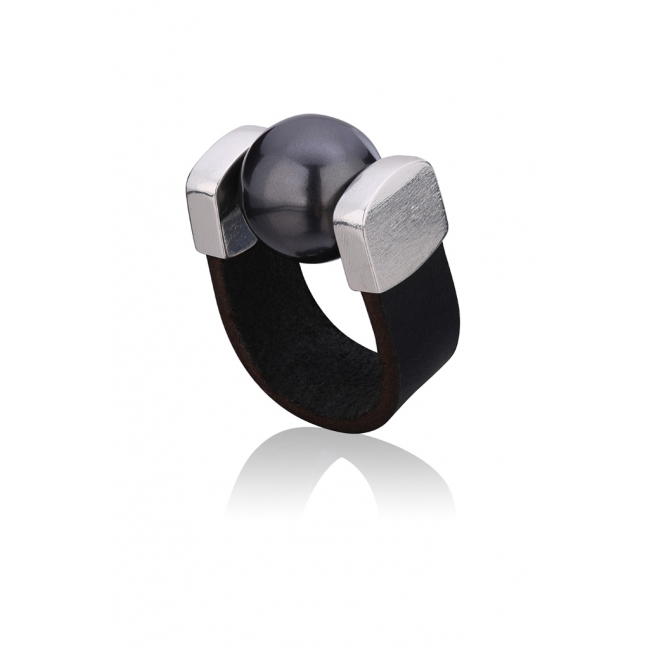 Black Pearl Ring in Silver